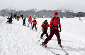 Skiing in Gulmarg tourist packages